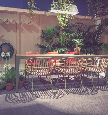 Bàn ghế cafe sân vườn, ngoài trời